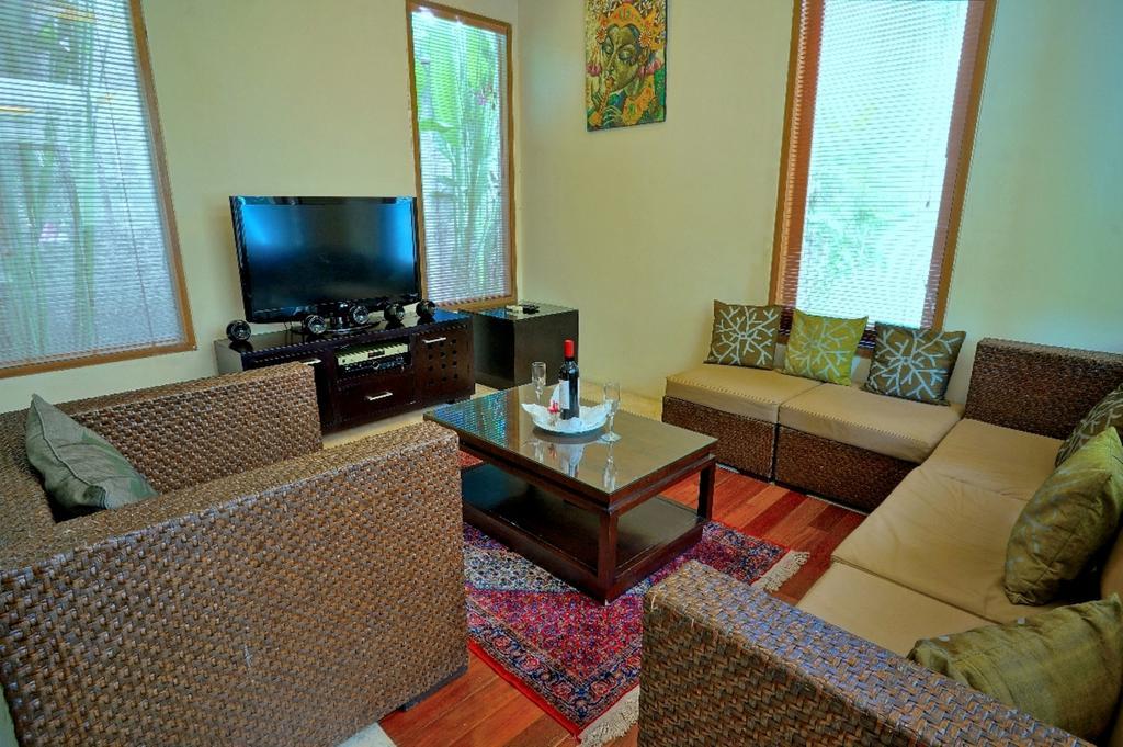 3bedroom-villa-travis-bali-7.jpg